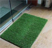 שטיח כניסה הביתה עשוי דשא סינטטי באיכות מעולה המדמה דשא אמיתי