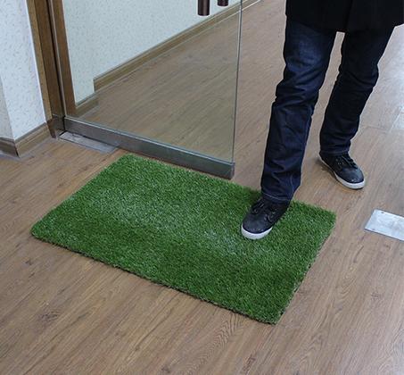 שטיח כניסה הביתה עשוי דשא סינטטי באיכות מעולה המדמה דשא אמיתי  - תמונה 5
