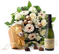 זר פרחים תשוקה ופיתויים בלבן + שמפניה + שוקולד