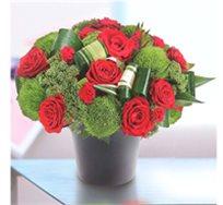 סידור אדום מהודר ומפואר המבטא ברכות חמות, שזור עם מגוון פרחים