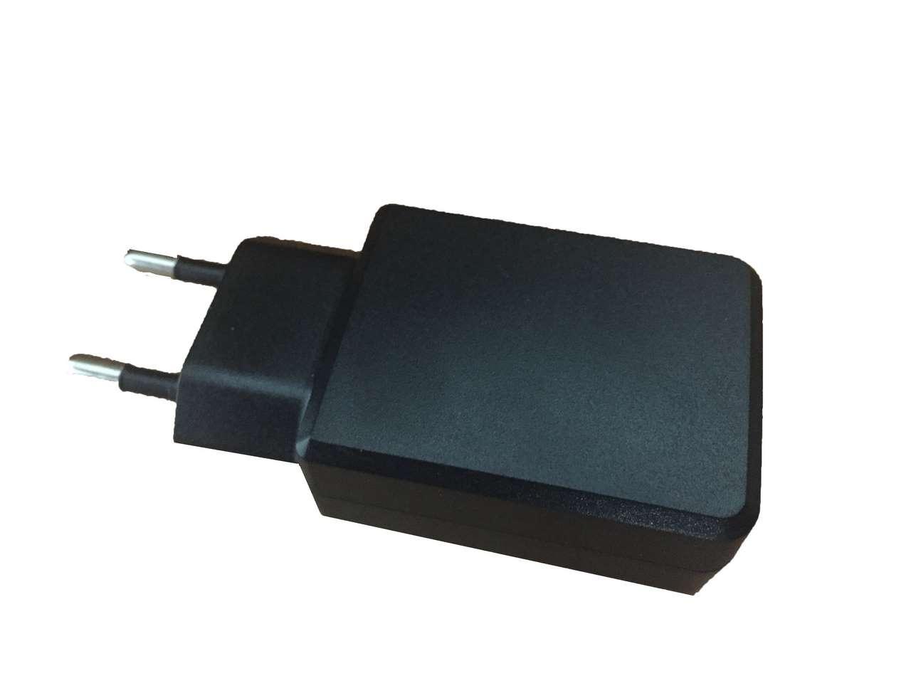 מטען קיר לחיבור כבל USB בעוצמה של 2.5A לטעינה מהירה