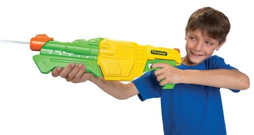 רובה מים 'החובט' עם טווח ירי של 9 מטר ומיכל גדול במיוחד