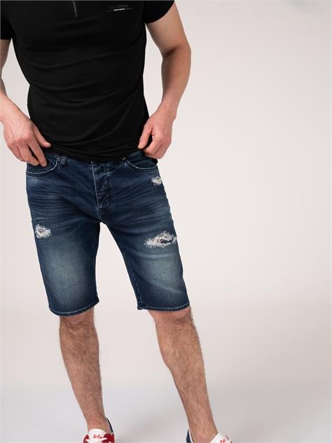 מכנסי גינס קצרים