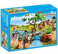 רוכבים על סוס בחיק הטבע פליימוביל