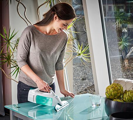 סט מנקה חלונות חשמלי ואביזר בעל בד מיקרופייבר ייחודי לניקוי וקרצוף החלונות LEIFHEIT גרמניה - משלוח חינם - תמונה 3