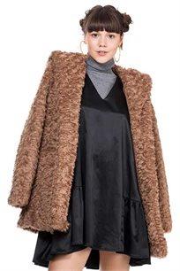 מעיל פרווה עם קפושון בצבע פודרה כהה
