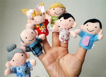 לכל המשפחה! סט בובות אצבע איכותיות המרכיבות משפחה שלמה: סבא, סבתא, אבא, אמא, אח ואחות, ב-₪35 בלבד! - תמונה 2