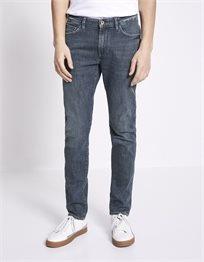ג'ינס בגזרת slim C25