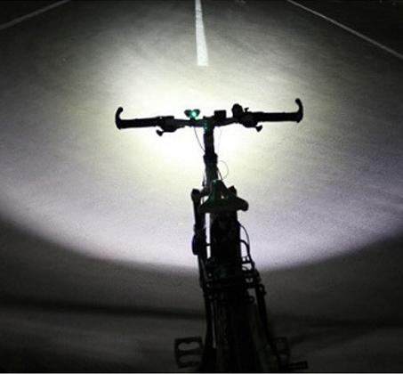 פנס לד מקצועי לרוכבי אופניים עמיד בגשם עם עוצמת תאורה עד 4000 לומן, 2 נורות לד ו-4 מצבי תאורה - תמונה 6