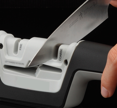 משחיז יהלום שולחני בעל 3 חריצים להשחזה איכותית של סכינים ומספריים - מבית KitchenIQ - תמונה 3