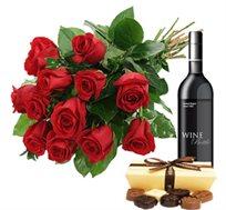 זר רומנטי עם ורדים אדומים גבוהים ויפים בתוספת יין ושוקולד