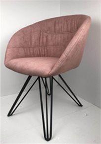כורסא מעוצבת דגם אמילי מבד קטיפה איכותי צבע פודרה רגליים שחורות