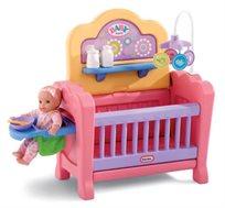 מיטת בובה משולבת little tikes עם מיטת שינה עם מובייל, שידת החתלה, לול משחק וכסא אוכל