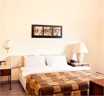 לילה זוגי מפנק במלון 'גולדן ביץ'' בתל אביב החל מ-₪450 ללילה לזוג