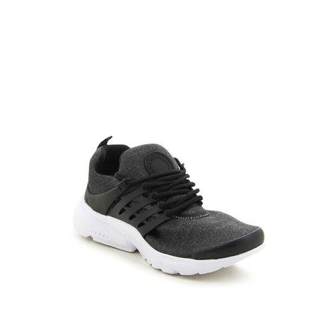 נעלי ספורט עם רצועות קשיחות