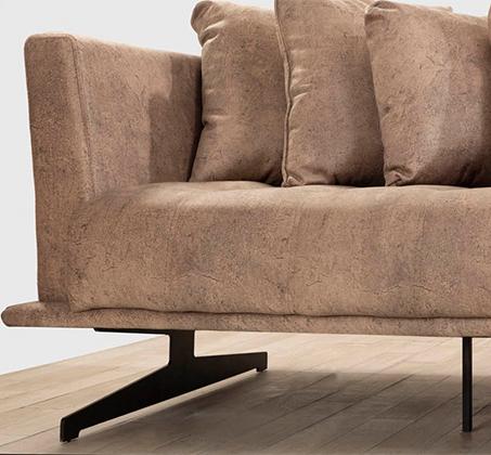 מערכת ישיבה בעיצוב מודרני מבד דגם קלאודיה עם כריות נוי מתנה LEONARDO - תמונה 2