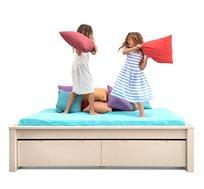 מיטה וחצי ספיר עשויה עץ מלא וניתנת למיקום בכל חלל החדר במגוון צבעים לבחירה HIGHWOOD