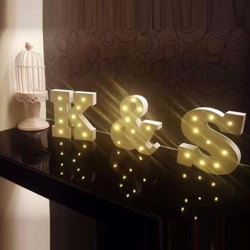 מנורת לילה עם תאורת לד LED מעוצבת בצורת האות M - תמונה 6