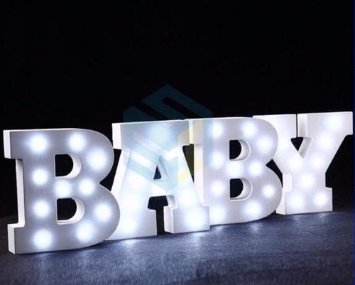מנורת לילה עם תאורת לד LED מעוצבת בצורת האות M - תמונה 4
