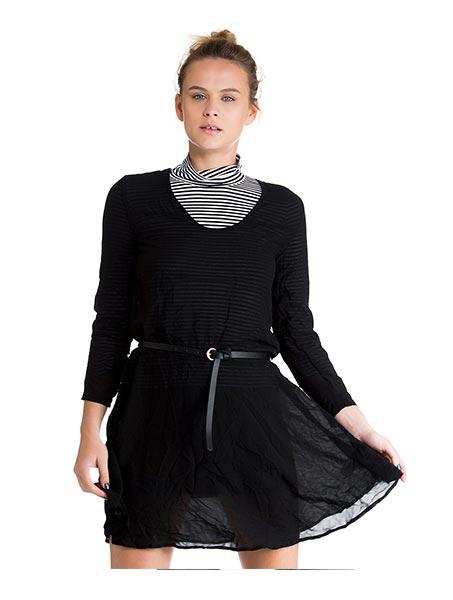 שמלת דולי עם מחשוף וי מעוגל - שחור