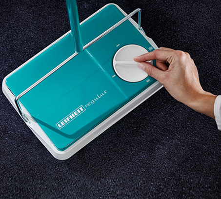 מטאטא מכני בעל הפעלה פשוטה ושקטה הכולל מברשת איסוף מסתובבת בצבעים לבחירה LEIFHEIT - משלוח חינם - תמונה 6