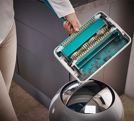 מטאטא מכני בעל הפעלה פשוטה ושקטה הכולל מברשת איסוף מסתובבת בצבעים לבחירה LEIFHEIT - משלוח חינם - תמונה 4