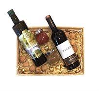 מארז גפן הכולל מגוון תבלינים, אגוזים, שוקולד, שמן ויין אדום