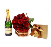 """""""פיתויים"""", זר ורדים אדומים יוקרתיים בצירוף שמפניה ומארז פרלינים"""