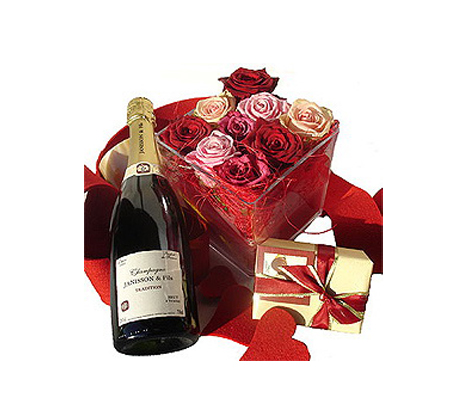 לה רוז, סידור מיוחד של 9 ורדים אדומים השזורים בצורה אמנותית - תמונה 3