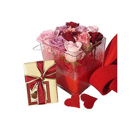 לה רוז, סידור מיוחד של 9 ורדים אדומים השזורים בצורה אמנותית - תמונה 2