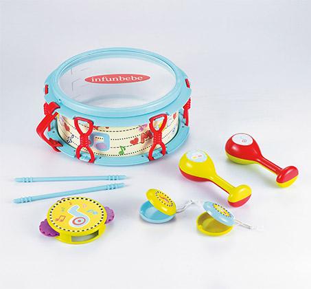 """""""כלי הנגינה הראשונים שלי"""" - מכיל תוף, מקלות תיפוף, תוף מרים, קסטנייטות (ערמוניות) ומרקס"""