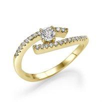 """טבעת אירוסין זהב צהוב """"לין"""" בעיצוב טוייסט מיוחד"""