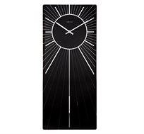 שעון קיר זכוכית עם מטוטלת המשתקפת דרך קרני השמש בשעון
