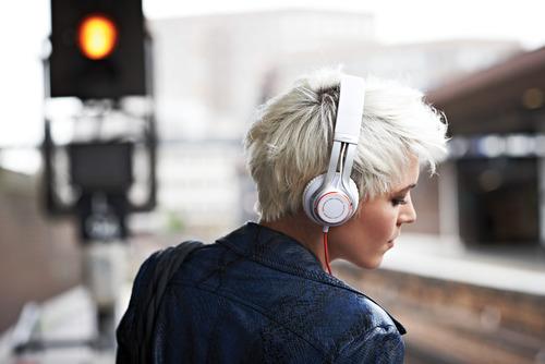 אוזניות אלחוטיות Jabra דגם Revo Wireless צבע לבן - משלוח חינם - תמונה 4