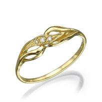 """טבעת יהלומים """"קים"""" בעיצוב יוקרתי ומרשים של יהלומים נוצצים"""