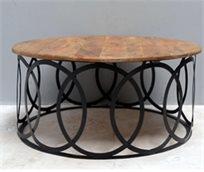 שולחן עץ עגול איכותי בעל רגליים מעוצבות חישוקים שחורות