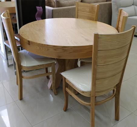 סט שולחן אוכל עגול נפתח כולל ארבע כסאות מרופדים עשוים עץ אלון מבוקע - תמונה 5