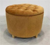 הדום ישיבה עגול גדול נפתח מקטיפה בצבע חרדל בעיצוב קפיטונאג' למראה יוקרתי