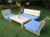 פינת זולה קלאסית מעץ אורן איכותי, הכוללת ספסל זוגי, 2 ספסלי יחיד ושולחן