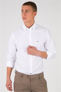חולצה מכופתרת בשילוב צווארון עם כפתורים Tommy Hilfiger לגברים בצבע לבן