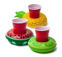 פירות טרופיים צפים למשקאות
