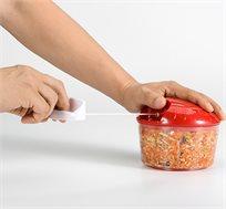 אביזר למטבח לקיצוץ מאכלים שונים בזמן קצר על ידי משיכת חוט קל ופשוט לתפעול BPATENT