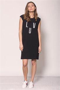 שמלה באורך מיני זוהרה Luv Ya בצבע שחור עם כיתוב בצבע לבן