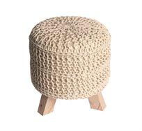 הדום מעוצב בצבע קרם מסדרת זומי ביתילי עשוי כותנה סרוגה ורגלי עץ גולמי למראה אופנתי וייחודי לסלון