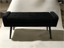 הדום ישיבה מלבני גדול מקטיפה בצבע שחור בדוגמת קפיטונאג' למראה יוקרתי