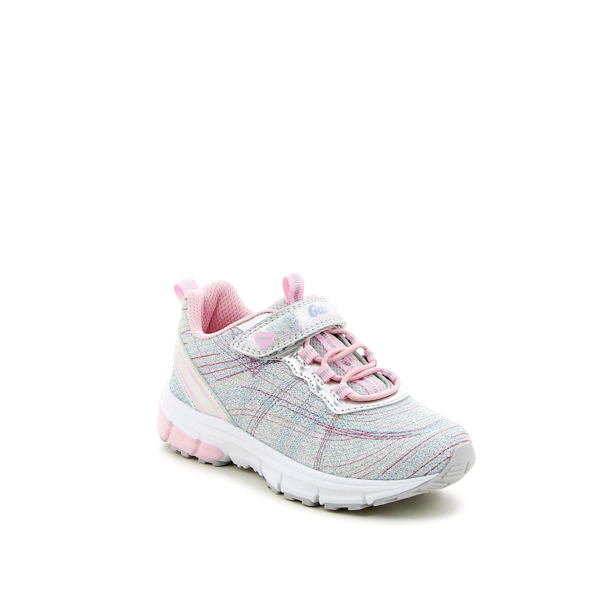 נעלי ספורט עם תיפורים צבעוניים