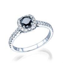 טבעת זהב המשובצת יהלום שחור ויהלומים לבנים במשקל 0.75 קראט