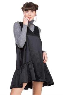 שמלת סאטן פפלום עם מחשוף בצבע שחור