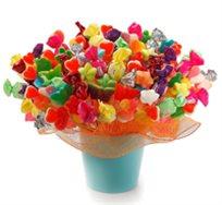 חגיגה מתוקה, כלי חרס ובתוכו שזורים ממתקים, סוכריות גומי ופרלינים