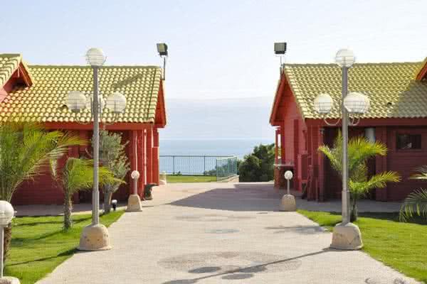 """כפר הנופש חוף ביאנקיני - עין גדי אמצ""""ש"""